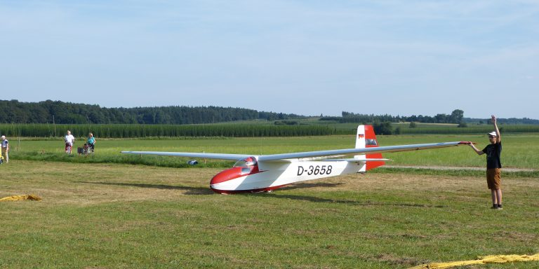 Unsere Ka8 b kurz vorm Start mit der Winde